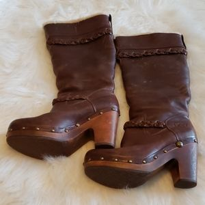👄UGG- Brown distressed look boots
